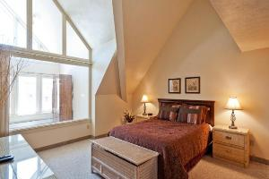 Park City Vacation Rentals - Master Bedroom with Queen Bed
